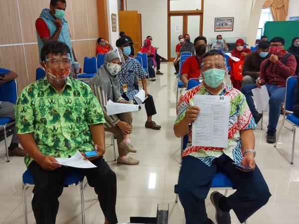 Guru dan karyawan SMP Yayasan Pupuk Kaltim Bontang Mengikuti Vaksinasi covid-19 Tahap 1