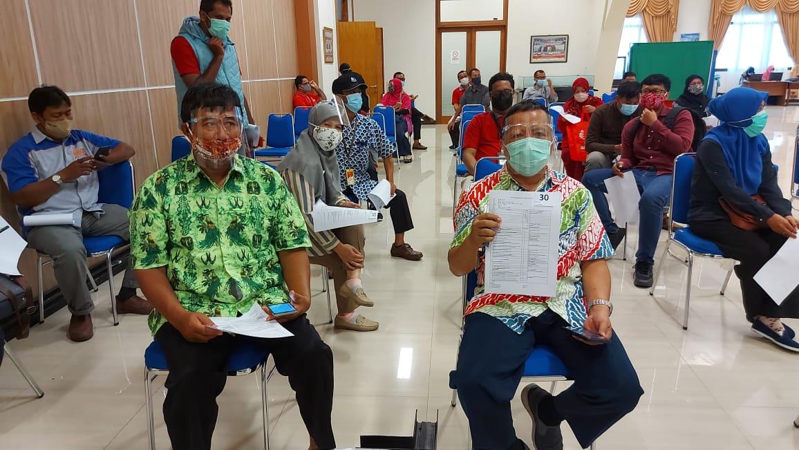Guru dan karyan SMP Yayasan Pupuk Kaltim Bontang Mengikuti Vaksinasi covid-19 Tahap 1